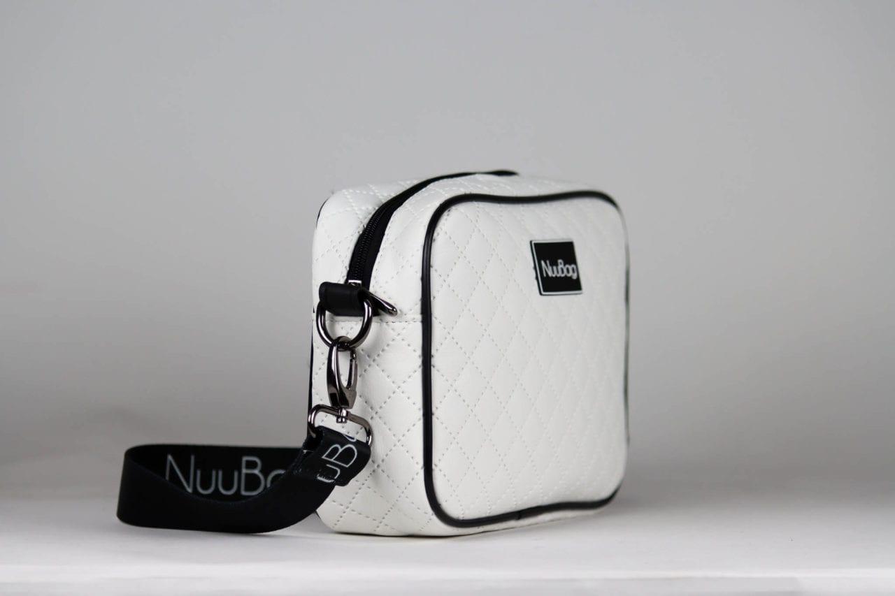 Biała torebka listonoszka