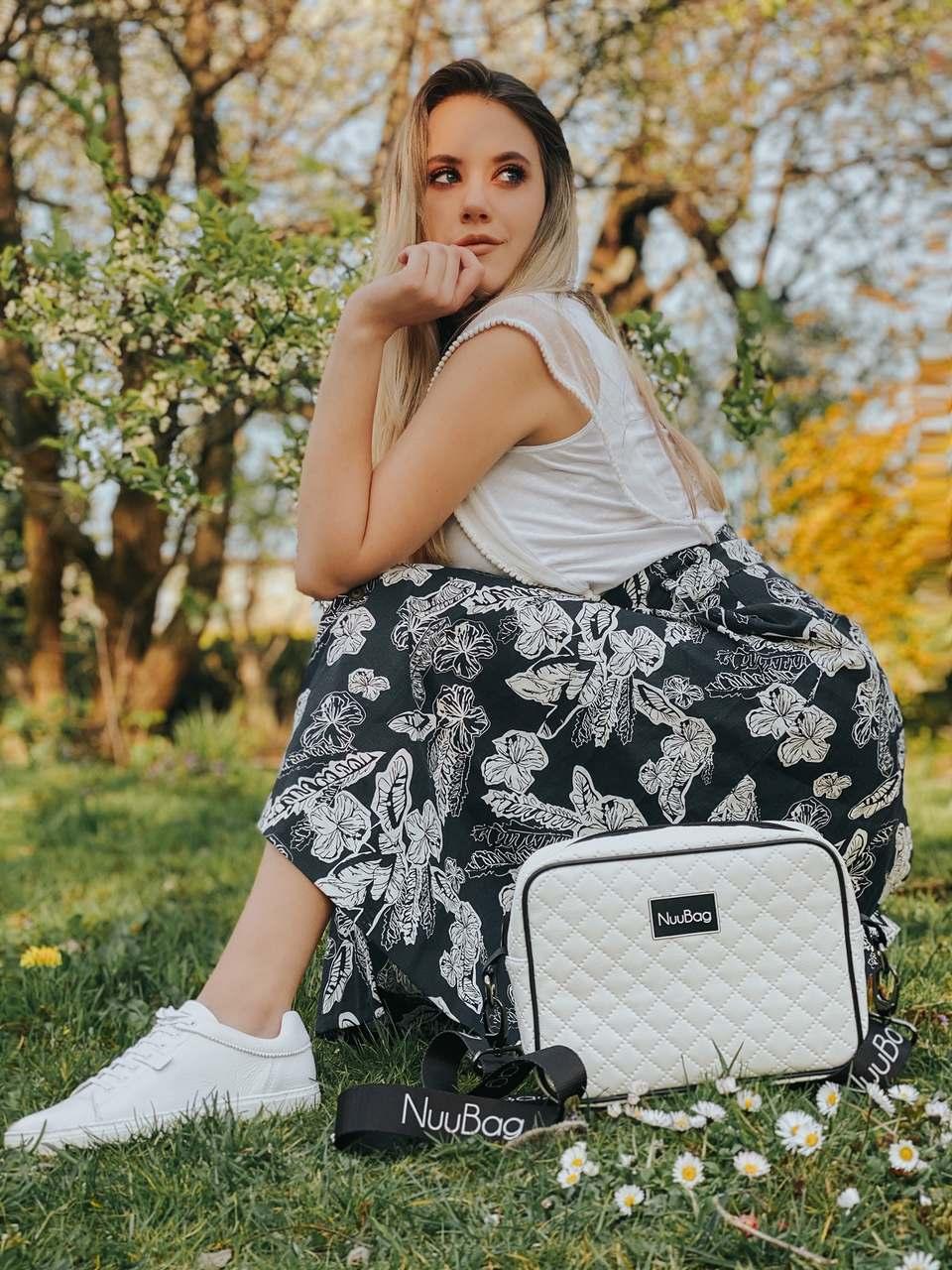 Biała pikowana torebka
