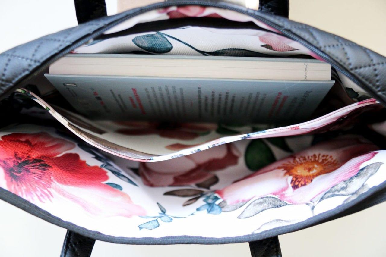 Czarna torba damska na laptopa- wnętrze