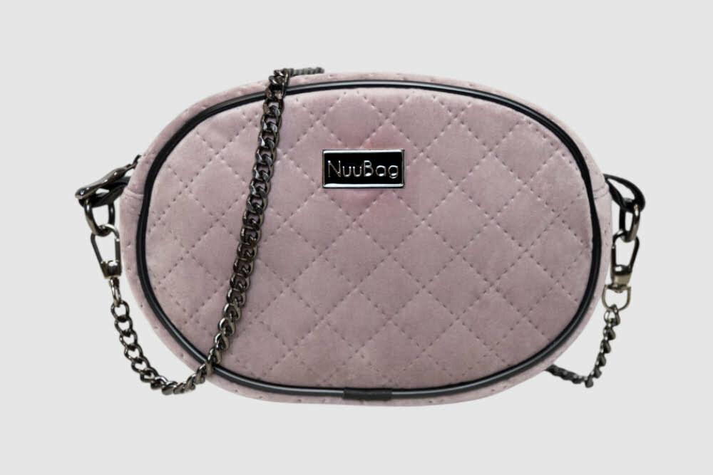 Różowa torebka na łańcuszku. Front