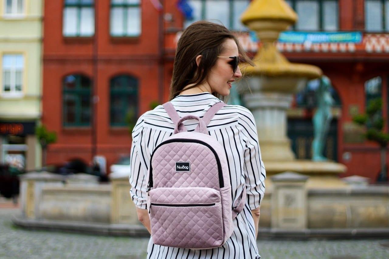 Różowy plecak damski- welur