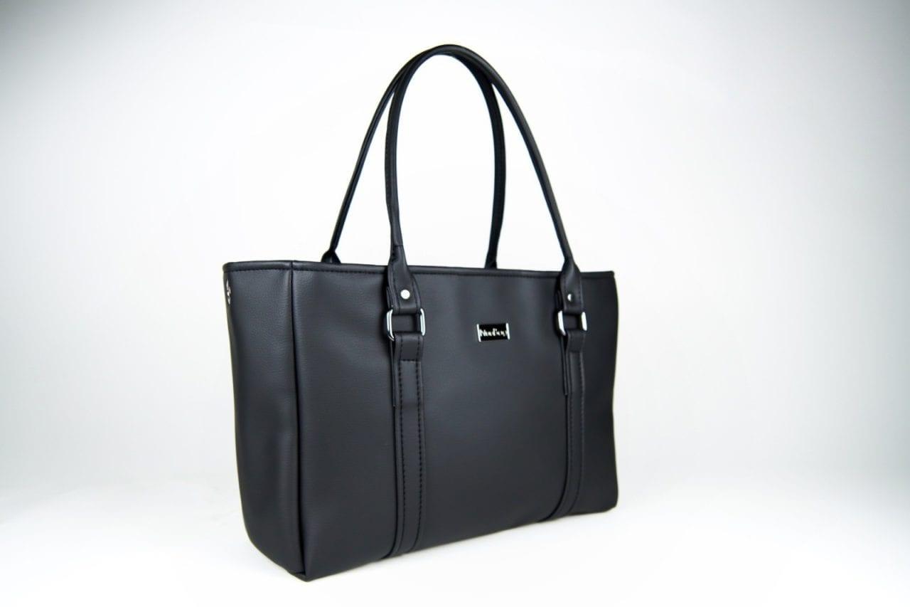 Duża czarna torebka damska.