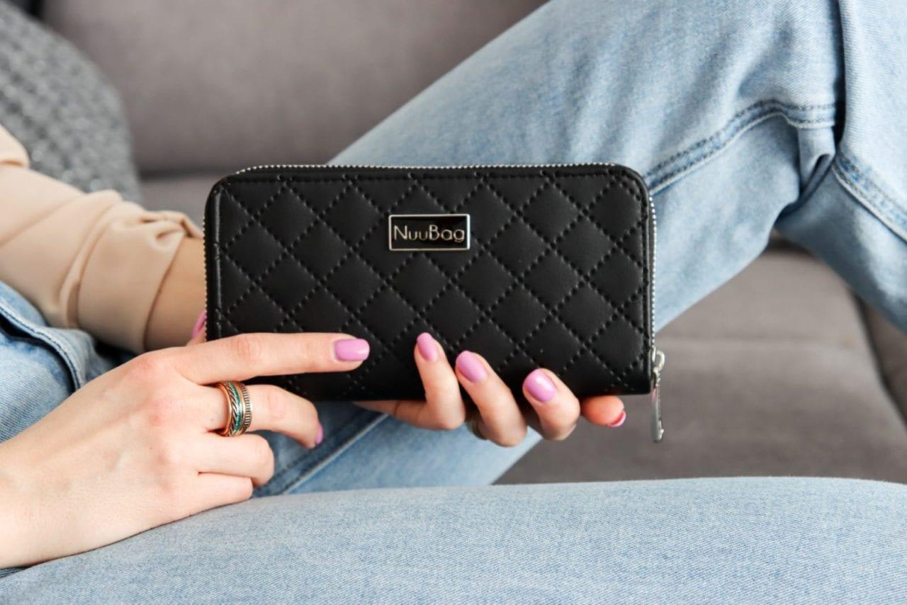 Czarny pikowany portfel damski. Skóra ekologiczna
