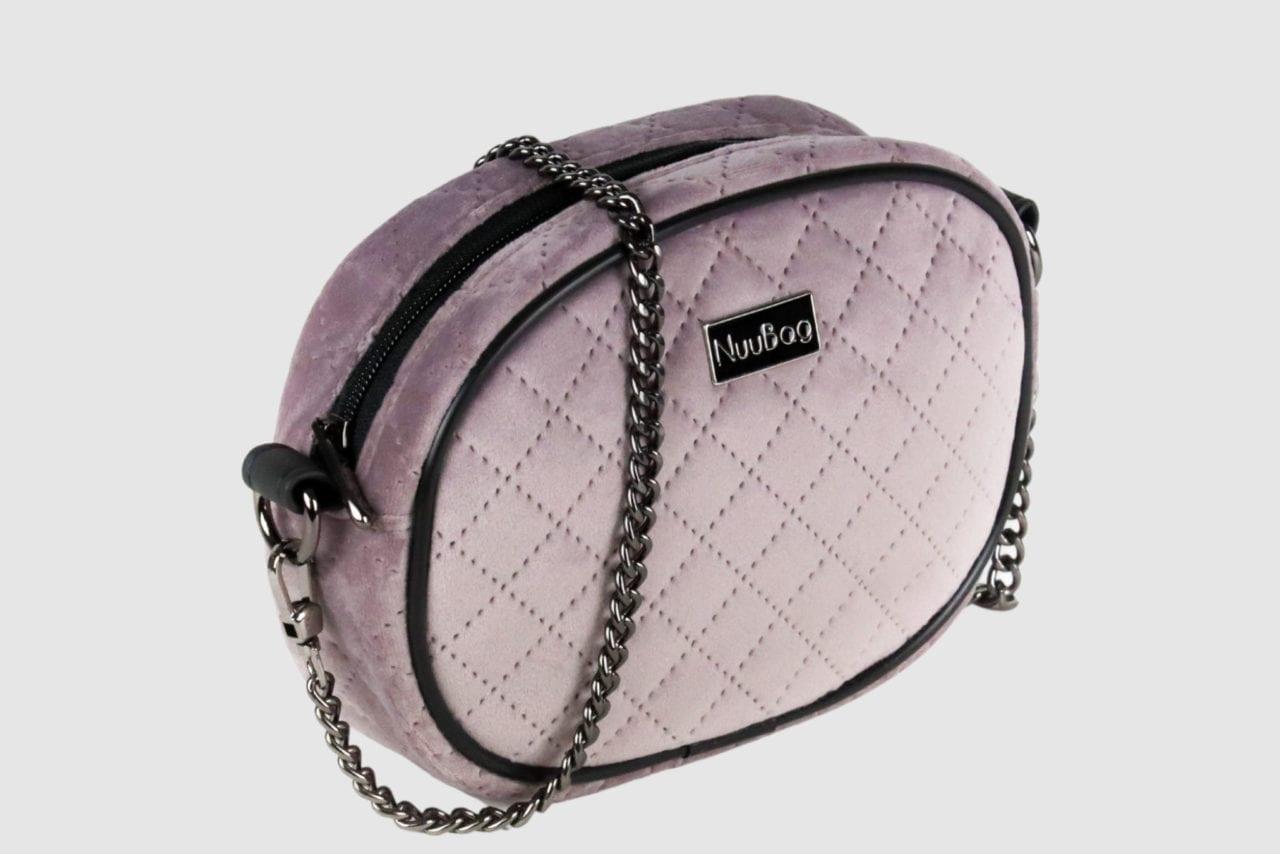 Różowa torebka na łańcuszku. Kopertówka