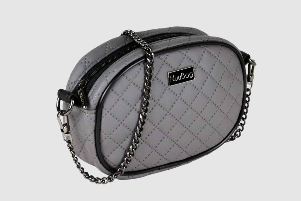 Szara torebka na łańcuszku. Kopertówka