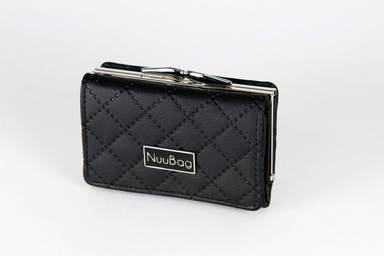 Mały czarny portfel damski pikowany